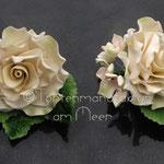 Rose in crème mit Hortensienblüten