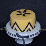 Gelb mit schwarz-weißer Deko und Phantasieblüte
