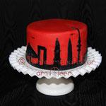 Torte mit Hamburg-Skyline für Hamburgfans