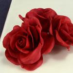 Rosen in Dunkelrot