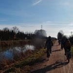 Am Kanal auf dem Weg in die Petite Camargue Alsacienne