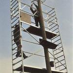 18.3.2006  ein neuer Gitterkorb wird aufgesetzt.--          Foto: Heinz Küchler