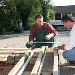 Der Bauwagen wird von Mitgliedern des Fördervereins errichtet.