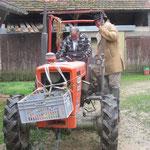 Der Traktor muss zu Hause geholt werden.