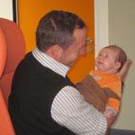 Noch im Spital, flirten mit Papi :-)