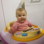 Im Kinderladen, am Spielsachen testen :-))))) DANKE Grosi und Grossvater Fürthaale für die tollen Geschenke!