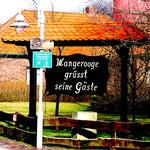 Alter Leuchtturm Wangerooge Willkommensschild am Bahnhof