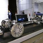 レクサスの燃料電池コンセプトカー「LC-FC」の内部構造