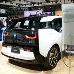 BMWの「iウォールボックス」は、手軽にバッテリーを充電できる