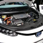 トヨタ「ミライ」の燃料電池ルーム