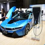 BMWのコンパクトカーとして初となるハイブリッドスポーツカー「i8」