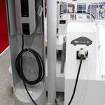 矢崎総業は、EVやPHEVの充電コネクタを多く出展