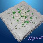 Белые розы Сметанник (сметанные коржи, пропитанные сметанным кремом). Отделка – белковый крем