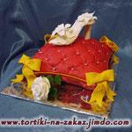 Туфелька на подушке Шоколадный бисквит. Трюфельный крем, вишня в коньяке. Мастика