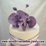 Свадебный с сиреневыми орхидеями Ванильный бисквит, ореховое безе, сливочно-заварной крем.. Шоколадно-творожный с фруктам. Творожно-слоеные коржи с карамельным крем-брюле и орешками. 7,5кг