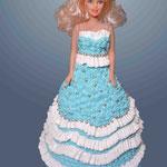 Барби в голубом, кремовая Медовик с заварным кремом и грецкими орехами. Отделка – белковый крем