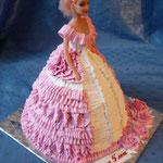 Барби в розовом 2 (крем) Банановый бисквит, сливочно-ванильный крем, бананы. Белковый крем 2,5кг