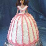 Барби: бело-розовые воланы Ванильный бисквит, йогуртовый крем, вишня. Сливки. 2,5кг