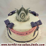 Серебряная корона Ванильный бисквит, йогуртовый крем, фрукты. Мастика 2,7кг