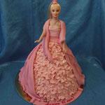 Барби с накидкой Торт пломбир. Отделка – мастика. Вес 3кг