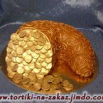Рог изобилия: золото Шоколадный и ванильный бисквиты, сливочно-заварной крем, орехи в карамели. Отделка – мастика.
