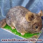 Шиншилла Медовик, сливочно-сметанный крем, чернослив, курага, грецкие орехи. Отделка – мастика. Вес 3кг