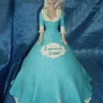 Барби в голубом 2 (мастика) Шоколадный бисквит, прослойка безе,  грецкие орехам, крем Шарлот. Отделка - мастика.