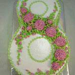 Восьмерка с хризантемами Медовый бисквит, сливочно-ванильный крем. Белковый крем 3,3кг