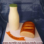 Оранжевое настроение Бутылка  - тонкие бисквитные  коржи, прослоенные сливочно-ванильным кремом. Батон – медовик с заварным кремом и грецкими орехами. Отделка – мастика.Высота бутылки 28см, длина батона 26см.