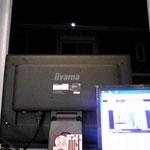 窓の外にはほぼ満月のお月様が・・・