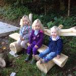 Gemütliches warten auf einem der Bänkli, die Burri Samuel erstellte