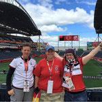 Fanclub Mitglieder beim letzten Gruppenspiel der WM 2015 in Kanada
