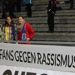 Neuer Banner gegen Rassismus