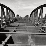 Alte Eisenbahnbrücke am niedersächsichen Deich