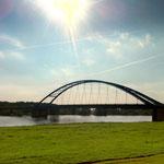 Blick vom Dömitzer Elbdeich auf die Straßenbrücke