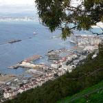 Zicht op haven Gibraltar vanaf Apes´ Den