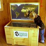 Interaktive Weltkarte im Grzimek-Camp, Frankfurter Zoo