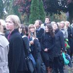 auch diesmal sind haben uns viele zu Karlas Grab begleitet