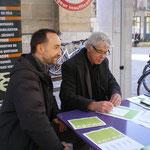 Après avoir discuté avec Mr Freygefond il signe la charte