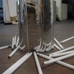 Feuerstelle; Folie, Leuchstoffröhren, Zylinder; 100 x 40 cm