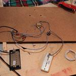 vorverlötete Elektrik, nachdem es ja kein Elektronikfach gibt, muss alles von der Vorderseite eingefädelt werden.