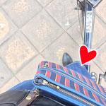 自転車に乗る時はお財布ショルダーが便利