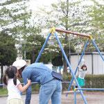 お子さんとの公園遊びにお財布ショルダーが便利!