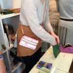 イベント出展・ワークショップにお財布ショルダーが便利!