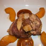 tournedos de magret de canard aux pêches et foie gras