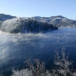 朝霧流れる金山ダム【南富良野町】