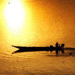釣り船(石狩川)