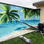 Graffiti auf der Pool Fassade