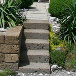 Treppe mit Tuffsteinen. In Cazis.