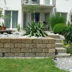 Tuffsteinmauer. Italienischer Naturstein. Sehr günstiger Herstellungspreis. In Cazis.